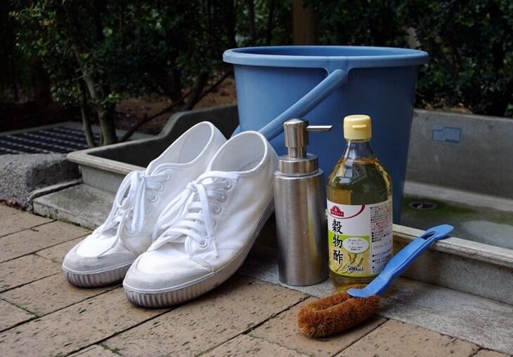 白いスニーカーの黄ばみを取る (2)