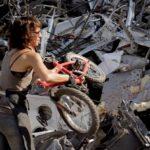 廃棄自転車からシャンデリアを生む女