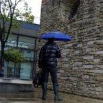 冷たい冬の雨の日はル・シャモーのラバーブーツとTOTESの傘とDUVETICAのダウンに限るでござる!