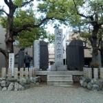 富岡八幡宮の大関力士碑にある巨人力士の手形が凄すぎる件。