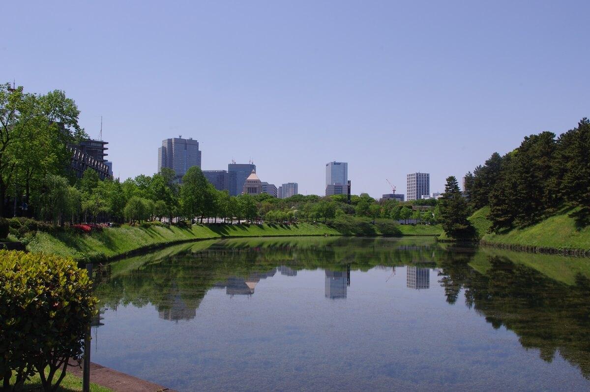 桜田門から赤坂方面を望む