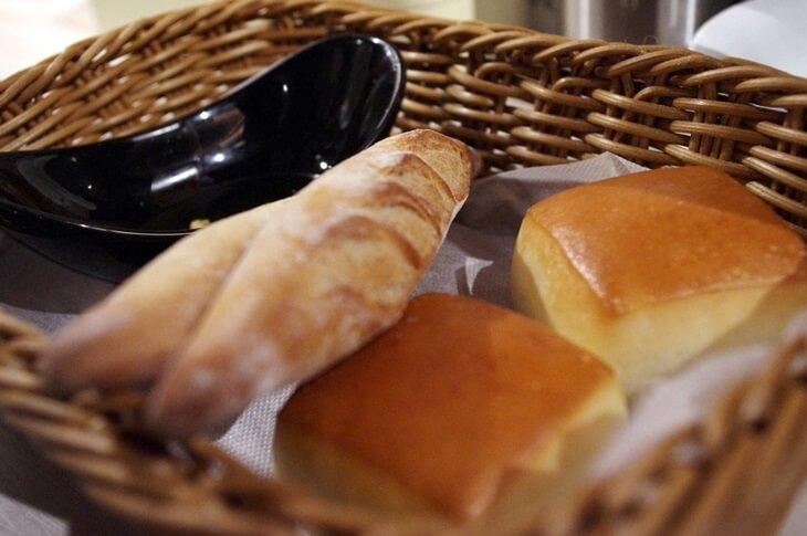 俺のフレンチ銀座店 アミューズのパン