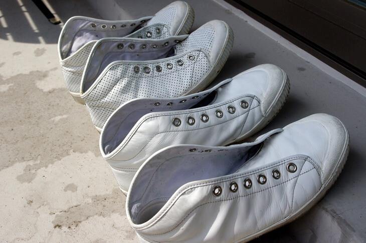 白のレザースニーカーにおけるサドルソープの使い方 (2)