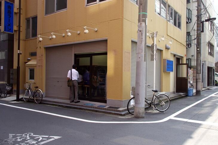 青島食堂 外観 入口
