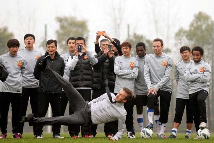 パリ・サンジェルマンMFデイビッド・ベッカム David Beckham That Make a Case for Suits as Soccer Uniforms 21