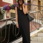 夏の陽の黒いドレスの女たち。