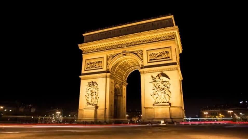 a triumphal arch パリ 凱旋門
