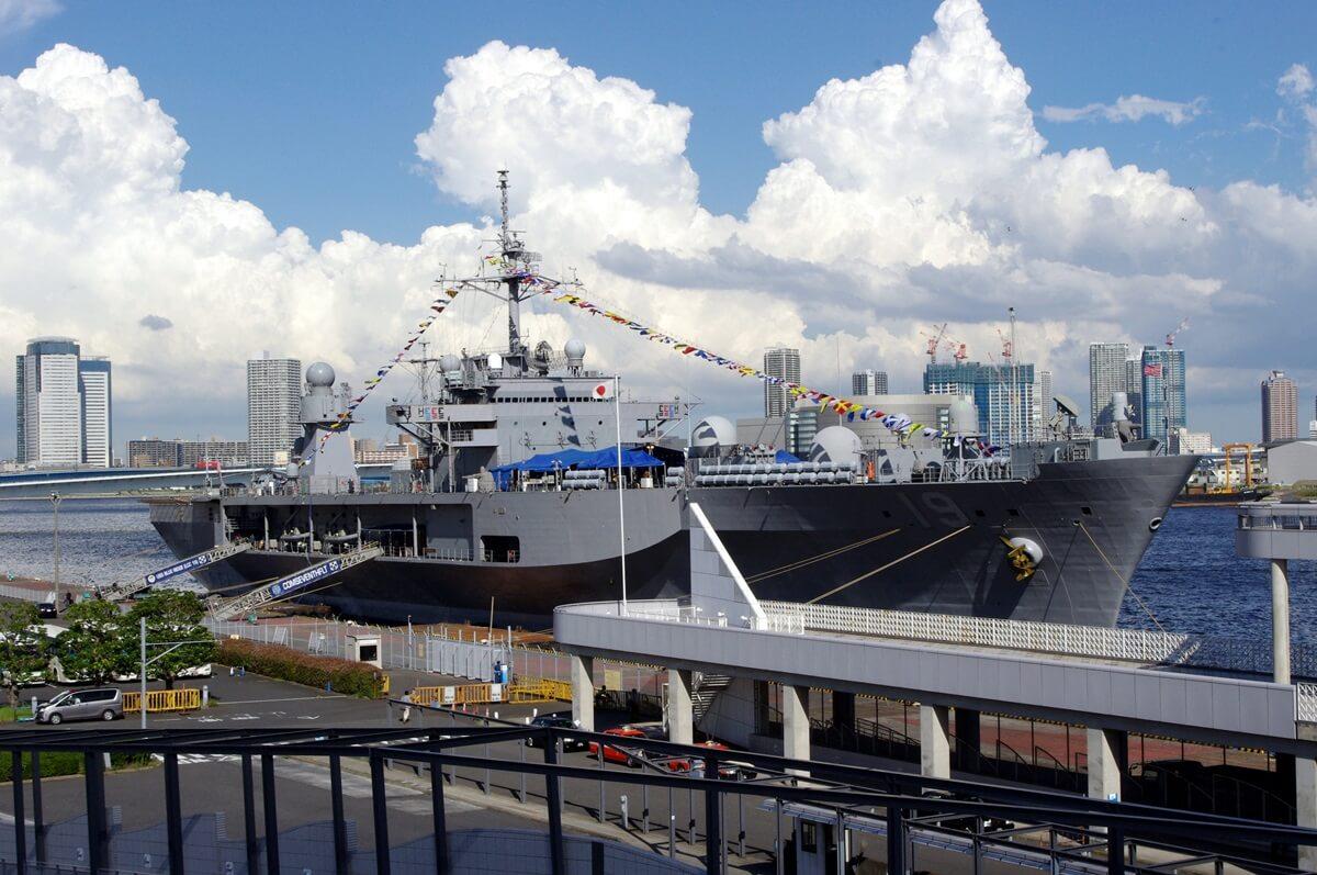 晴海客船ターミナルに停泊中の米海軍護衛艦