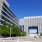 街が安全だと塀も校門も要らないんデス!豊洲の芝浦工業大学。