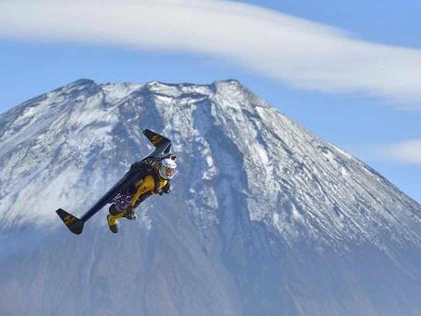 鳥人ジェットマン富士山を飛ぶ jetman (4)