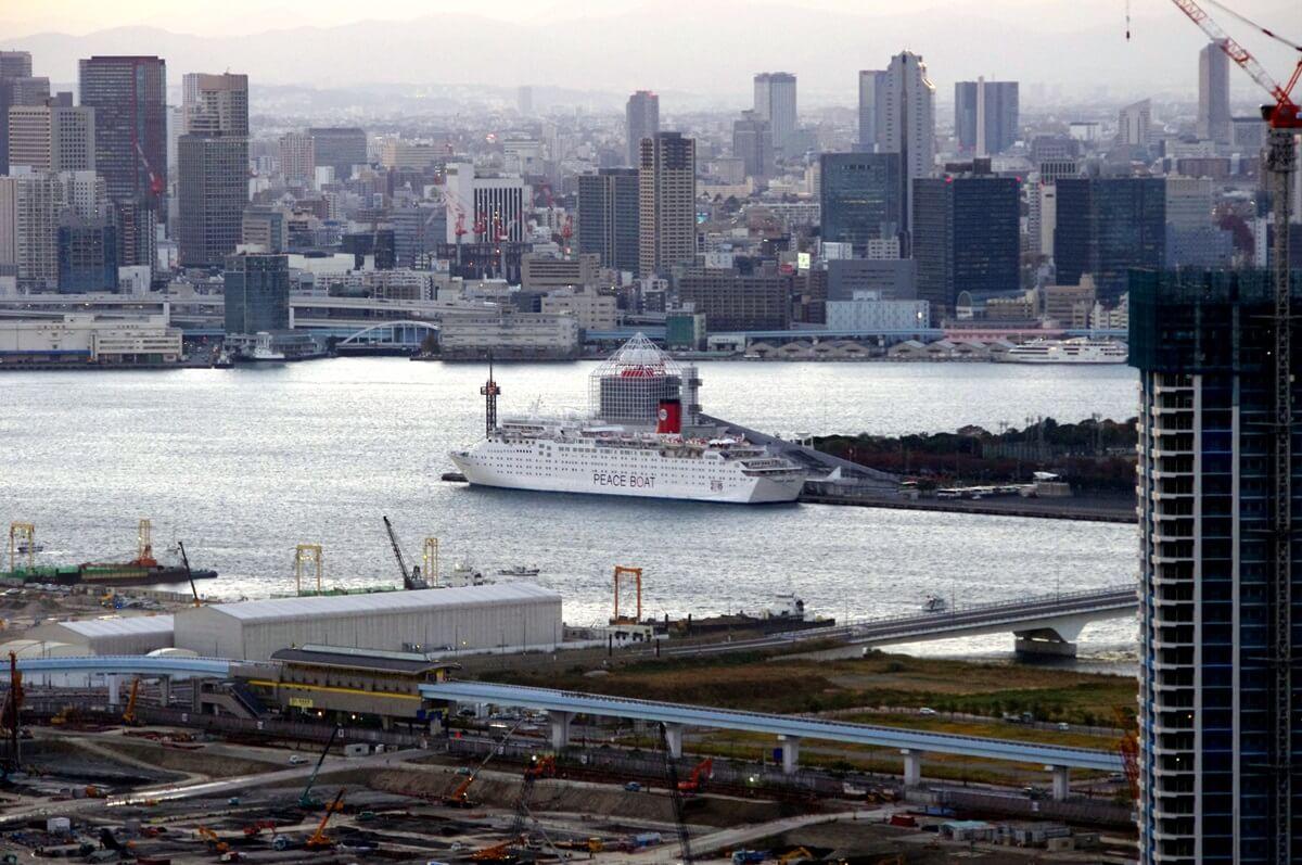晴海埠頭に停泊するpeace boat (1)