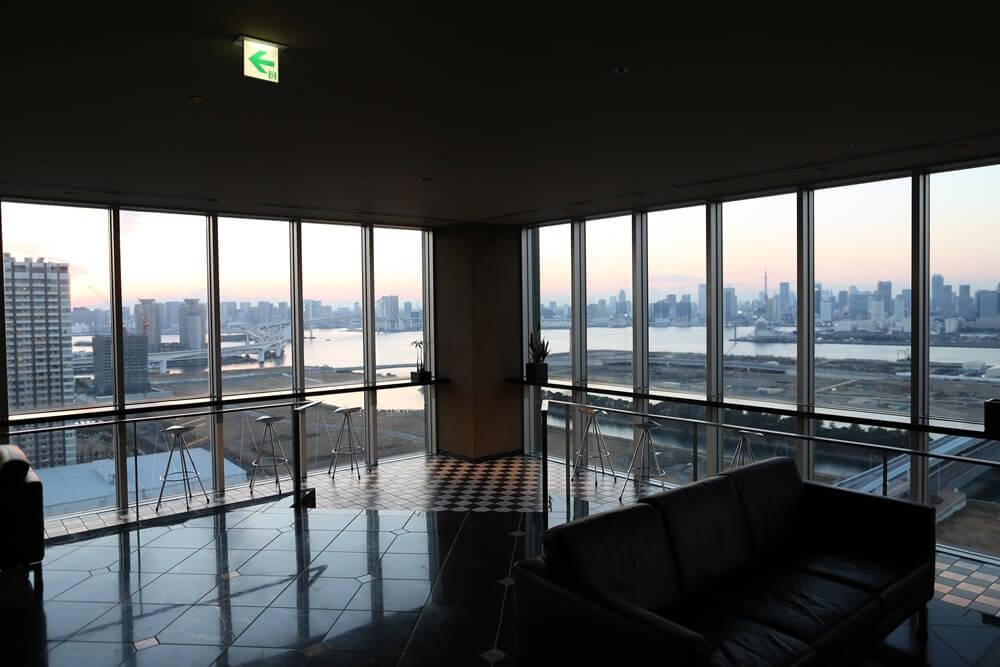 オリゾンマーレ 27Fラウンジから眺める東京湾 (1)