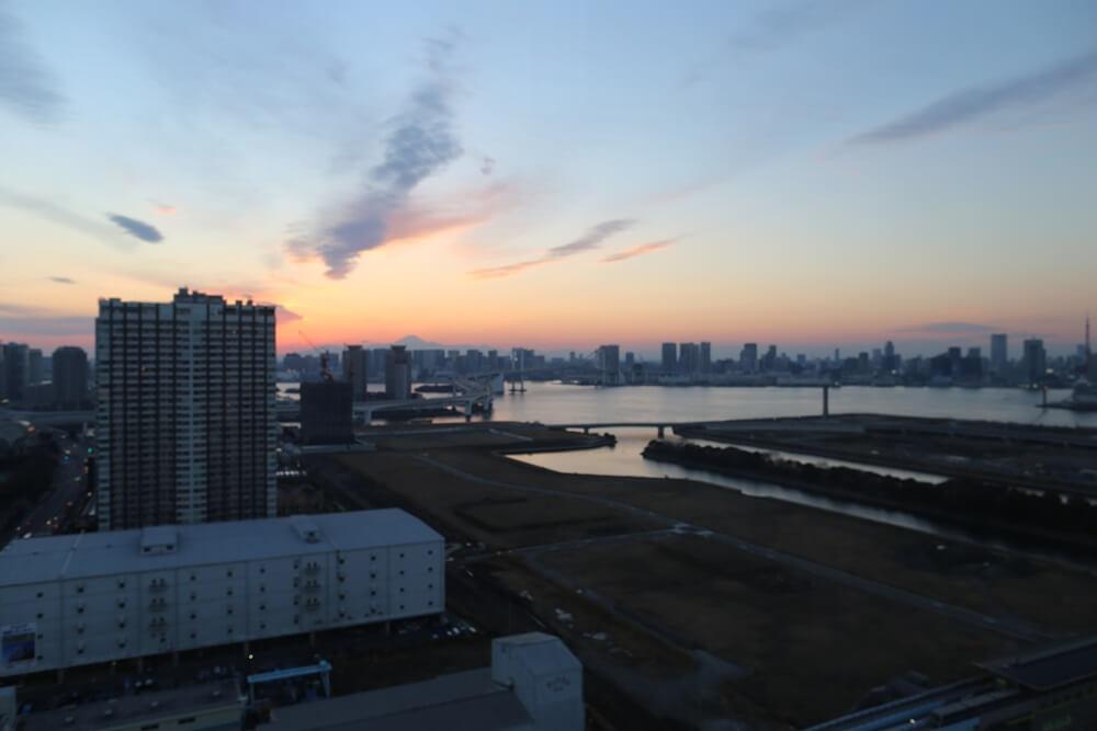 オリゾンマーレ 27Fラウンジから眺める東京湾 (2)