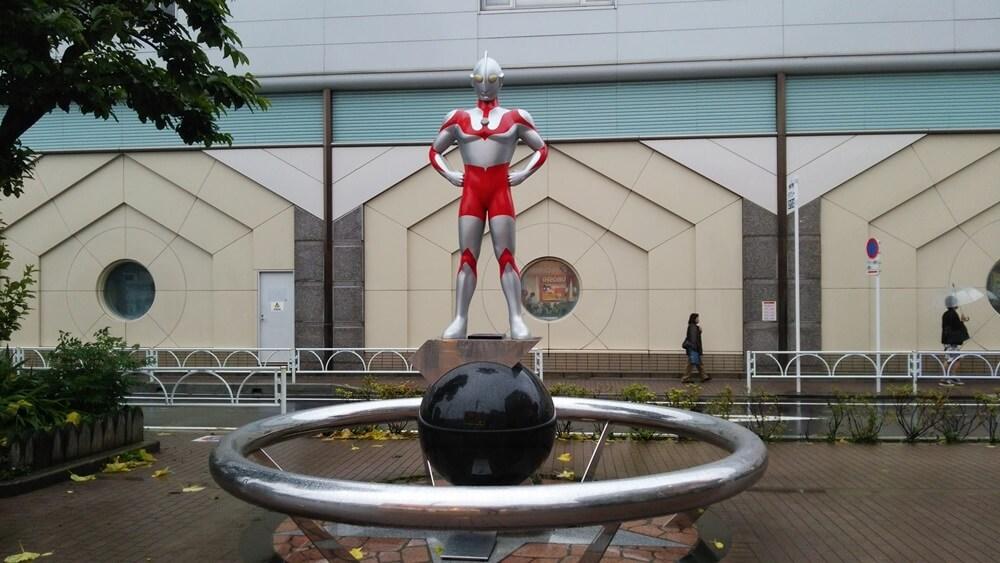 ウルトラマン 祖師谷大蔵駅前