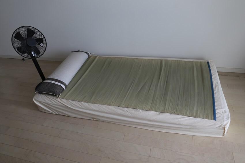 sultry night (1) ベッドにい草のゴザが涼しい