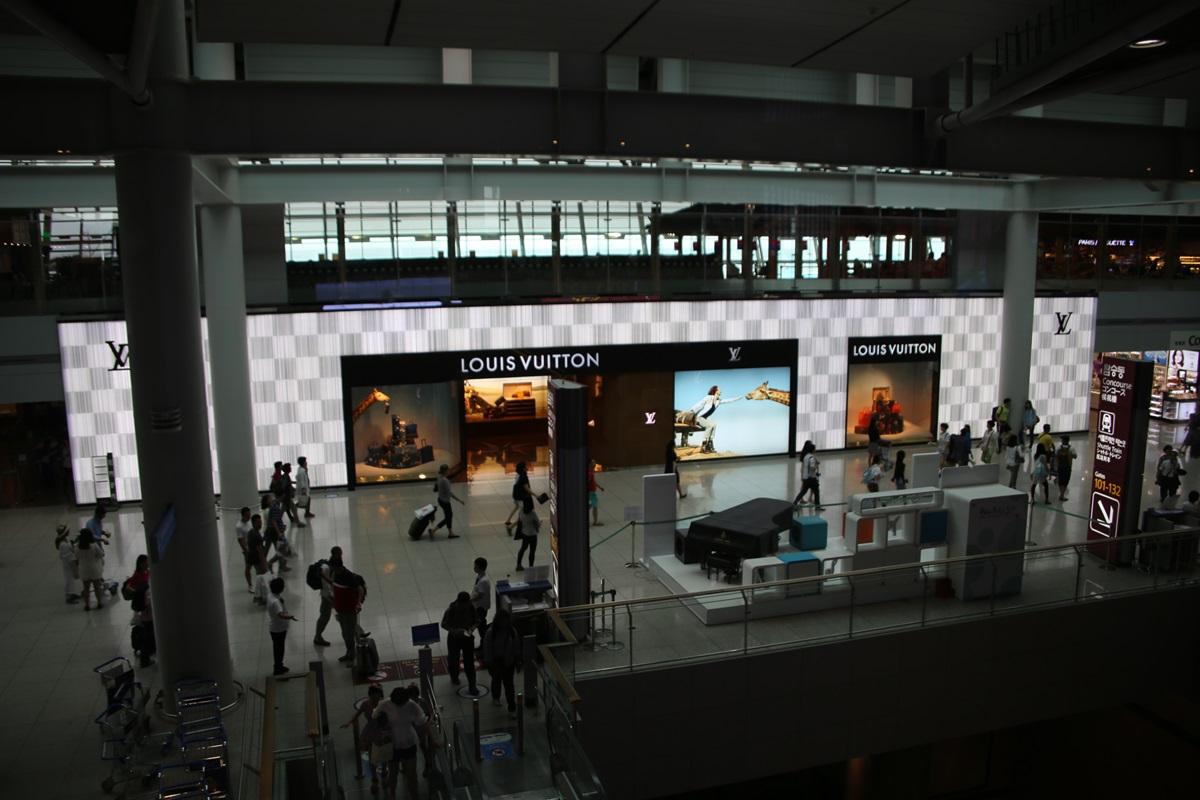 ルイ・ヴィトンの免税店 仁川国際空港 Incheon International Airport (14)