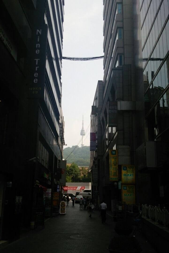明洞 ナインツリーホテル前からのNソウルタワー Nine tree hotel (1)