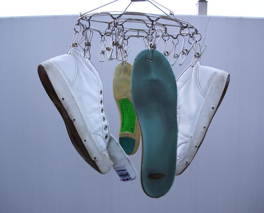 ズプリングコート 白いレザースニーカー spring court white sneaker