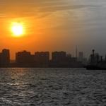 東京湾の爆速な風車とオーロラのような夕焼け。