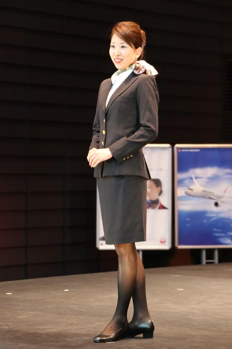 日本航空9代目制服 JALとJEX客室乗務員歴代制服ファッションショー 客室乗務員 スチワーデス 歴代ユニフォーム 制服 空の日フェスティバル JAL fashion show (2)