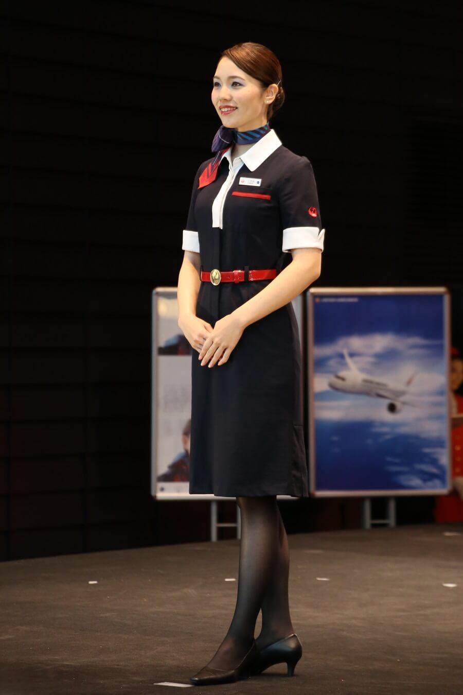 日本航空10代目制服 JALとJEX客室乗務員歴代制服ファッションショー 客室乗務員 スチワーデス 歴代ユニフォーム 制服 空の日フェスティバル JAL fashion show (3)