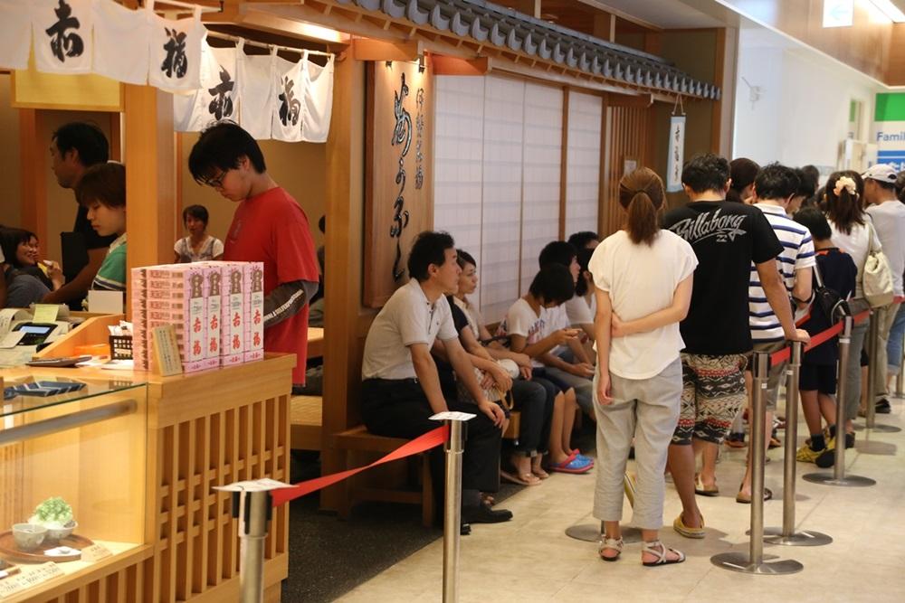 EXPASA御在所上り線赤福茶屋 | 伊勢名物 赤福 akafukugori (1)