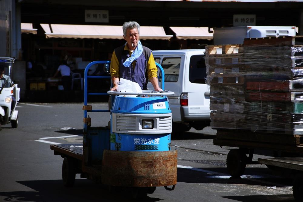 ターレットトラック、 通称「ターレ」 築地市場 場内 魚がし横丁 tsukijiichiba (5)