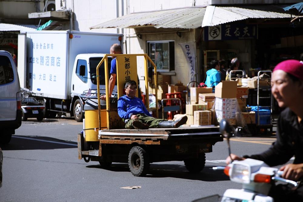 ターレットトラック、 通称「ターレ」 築地市場 場内 魚がし横丁 tsukijiichiba Turret Truck (2)
