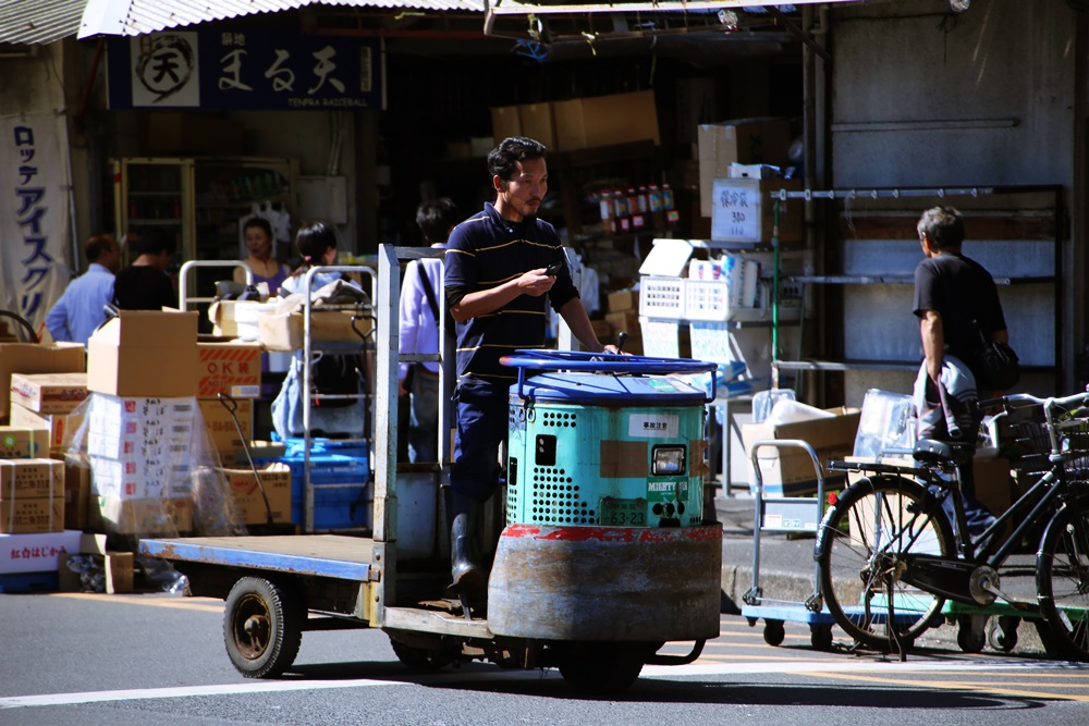 ターレットトラック、 通称「ターレ」 築地市場 場内 魚がし横丁 tsukijiichiba Turret Truck (4)