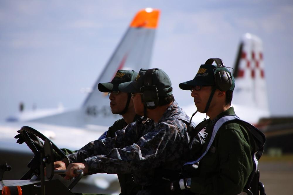 西武池袋線 稲荷山公園駅 2014年入間基地航空祭 2014 iruma  fly team (23)