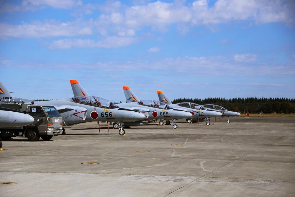 T-4 (練習機) 西武池袋線 稲荷山公園駅 2014年入間基地航空祭 T-4 2014 iruma  fly team (21)