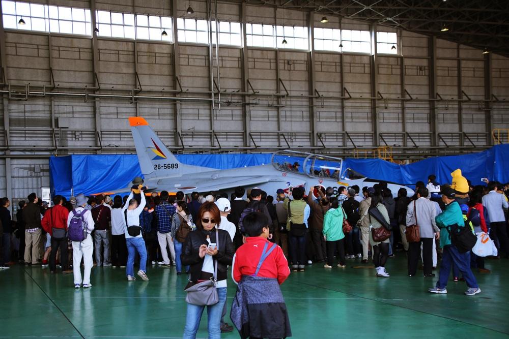 T-4 (練習機) 西武池袋線 稲荷山公園駅 2014年入間基地航空祭 T-4 2014 iruma  fly team (23)