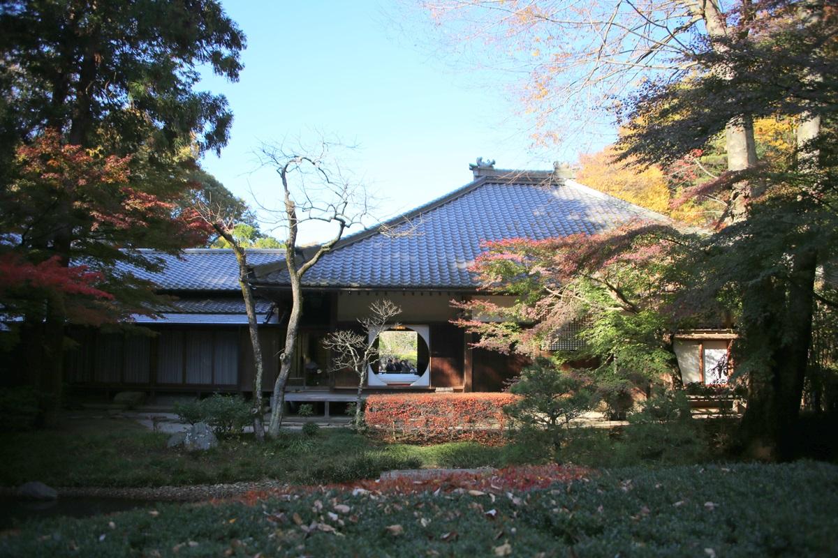 丸窓の北鎌倉 明月院 裏側 kitakamakura_meigetuin