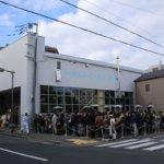 """コーヒー界の""""Apple""""こと「ブルーボトルコーヒー清澄白河店」はただ今大行列の模様デス。"""