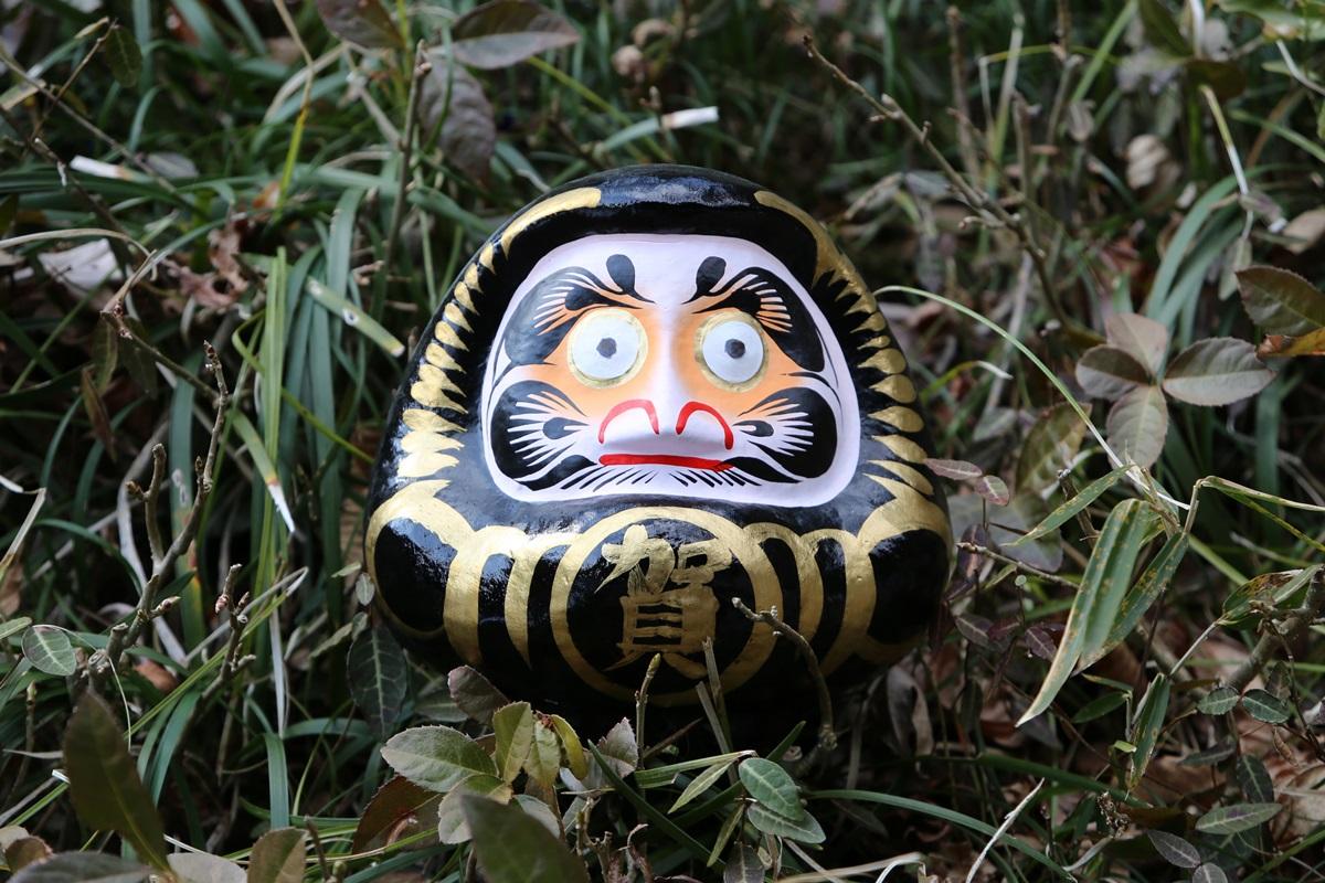 尾鑿山(おざくさん) 賀蘇山神社 (がそやまじんじゃ) 黒ダルマ gasoyamajinjya (1)
