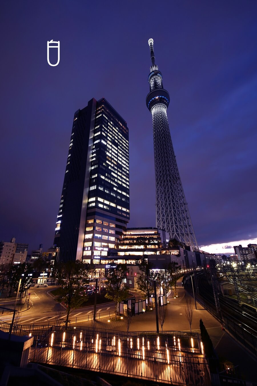 tokyo_skytree_white   東京スカイツリー『 白 』東京大空襲への鎮魂の思いをこめて。