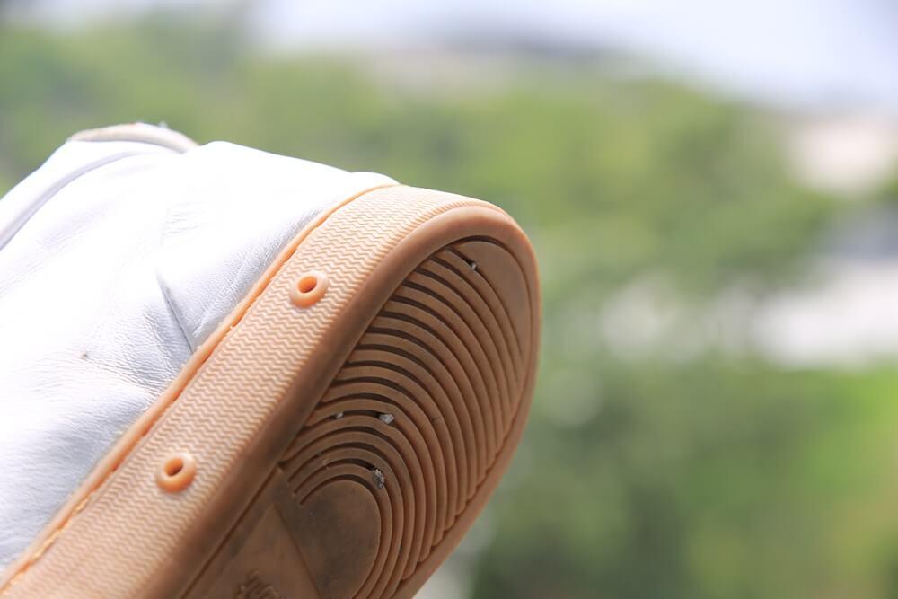 白いスニーカー スプリングコート ヒール  white_sneaker (4)