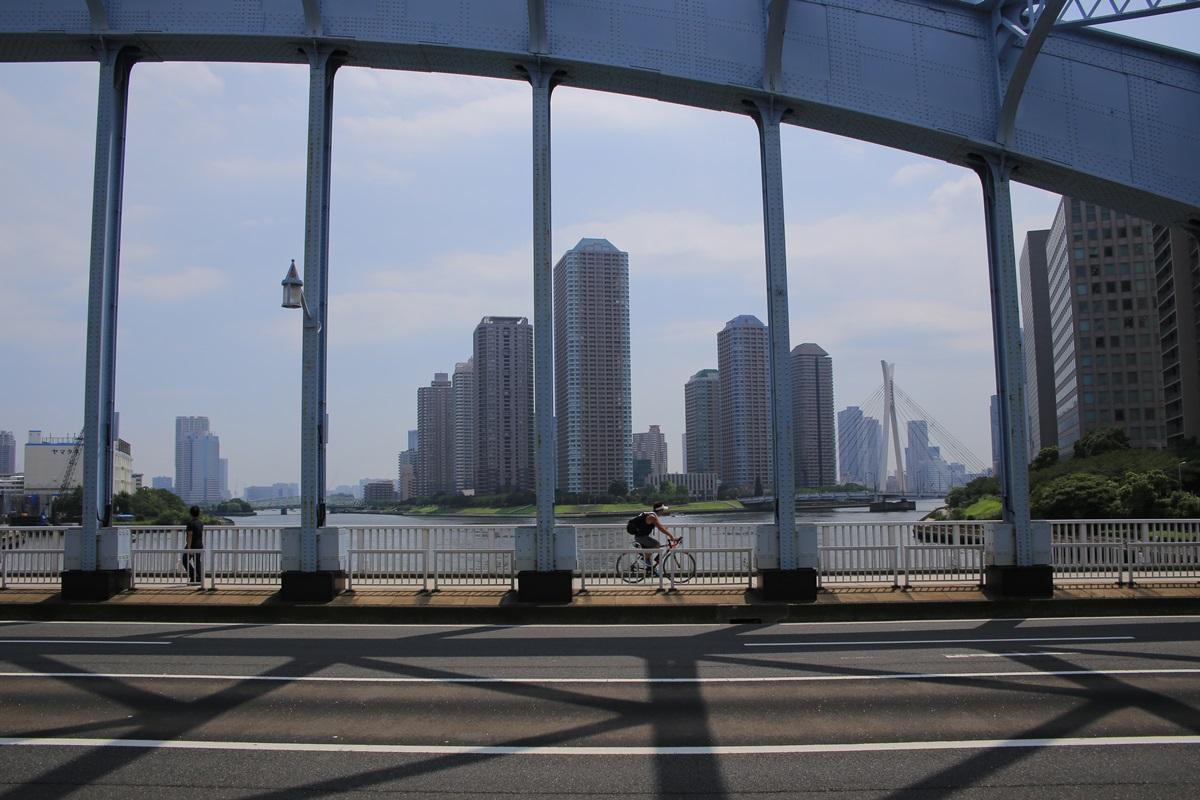 永代橋からの佃島 Mile Post Bike and Cafe (3)