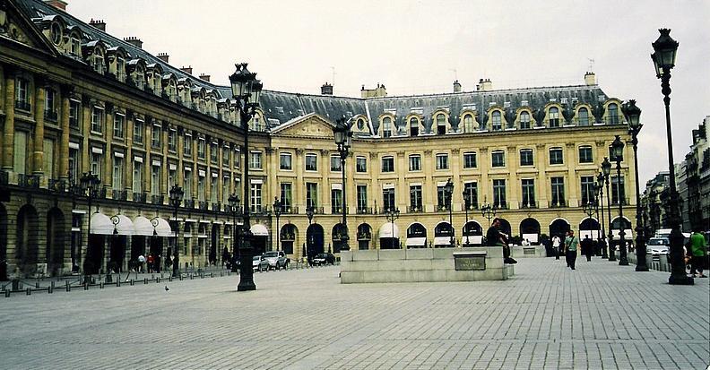 ホテルリッツ Place Vendôme, amb el Hotel Ritz a l´esquerra