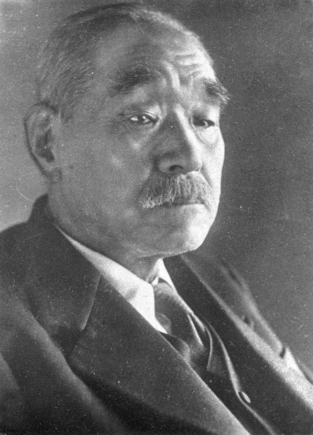 Kantaro_Suzuki_suit 鈴木貫太郎