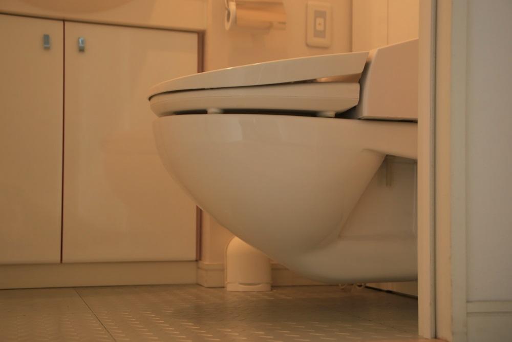 TOTO 宙に浮くトイレ