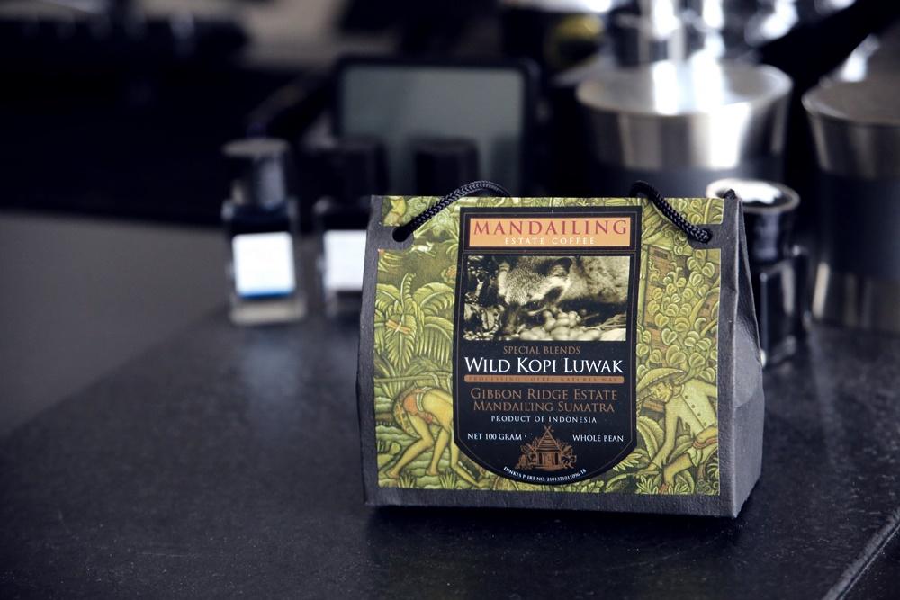 ジャコウネコの糞から採取された未消化のコーヒー豆 ワイルドコピルワク WILD_KOPI_LUWAK (1)