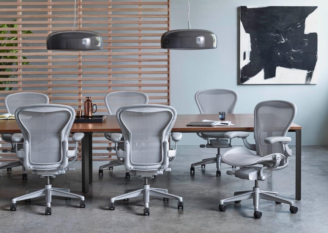 ハーマン・ミラー リマスターされた新型アーロンチェア herman-miller-just-redesigned-its-iconic-aeron-chair-2