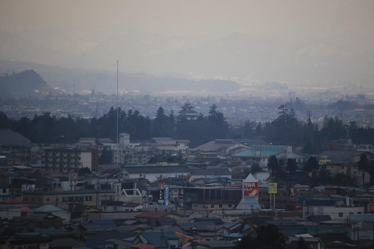 飯盛山から鶴ヶ城を望む 白虎隊殉難の地 会津若松