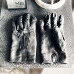 草臥れた風MEROLAの手袋。