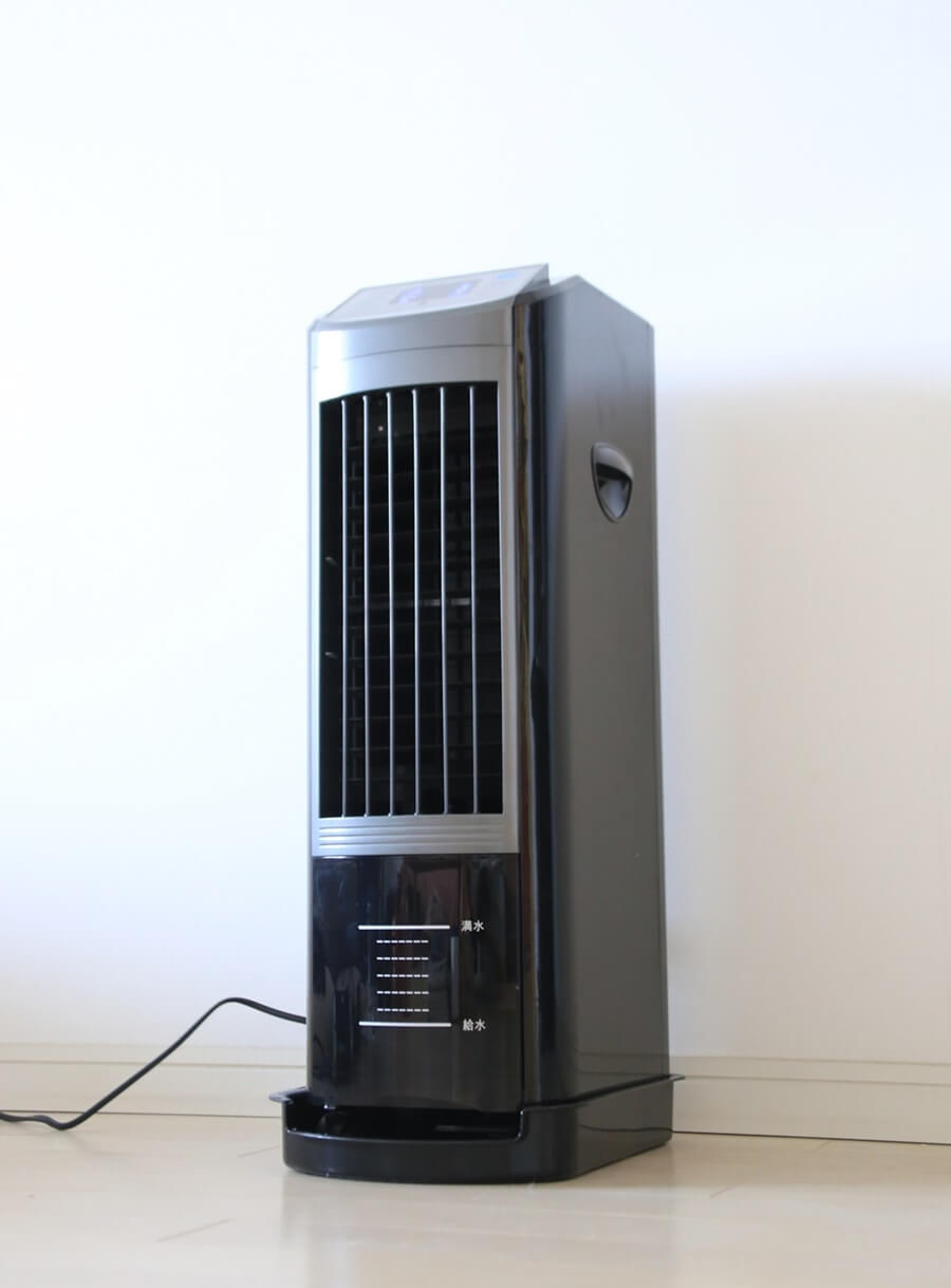 涼しい風、マイナスイオン効果でお肌にしっとりさわやかな風あたり!  エスケイジャパン 冷風扇(液晶/リ