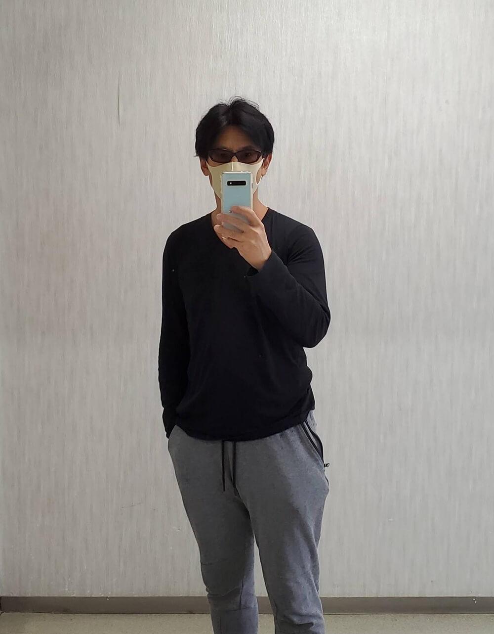 +JコンパクトコットンVネックTシャツ